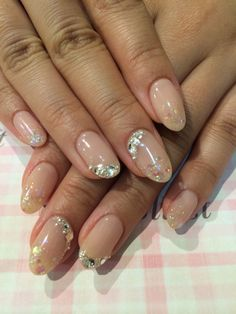 Jewelry nail! Simple but gorgeous.