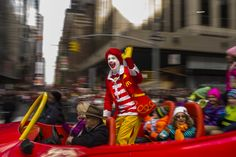 Oct132016Th-For now, McDonald's is benching its mascot.()Goog[Ronald McDonald clown sightings reported in 13 states clowns threatening children and random people]