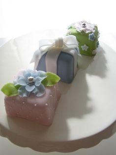 Pastel mini cakes