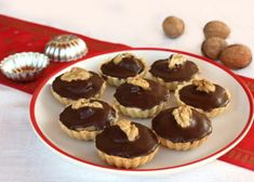 My little kitchen : walnut cupcakes Czech Recipes, Christmas Cooking, Desert Recipes, Cupcake Recipes, Sweet Recipes, Cheesecake, Food And Drink, Cooking Recipes, Sweets