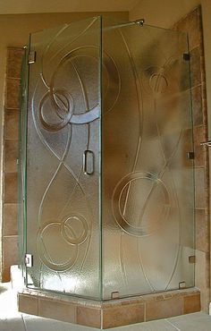 Cast glass shower doors with geometric shapes detail by Gomolka Design Studio