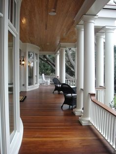 Wrap around porch. I love old houses and porches. I would love to have my future house with a wrap around porch Future House, Br House, Cottage House, House Floor, Villa Plan, Sweet Home, Southern Porches, Country Porches, Home Fashion