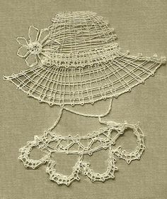 Easy bobbin lace pattern for beginners Crochet Cross, Irish Crochet, Bobbin Lace Patterns, Crochet Patterns, Knitting Patterns, Crochet Needles, Crochet Diagram, Linens And Lace, Antique Lace