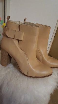 Jolie paire de bottines San Marina beige, neuve jamais portée. Valeur en  magasin 130 8af79f57ed6