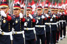 Global security: Военнослужащие Перу на параде.