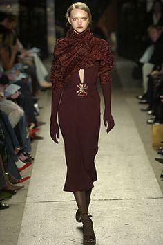 Donna Karan Fall 2004 Ready-to-Wear Fashion Show - Gemma Ward, Donna Karan Runway Fashion, Fashion Show, Fashion Design, Vintage Fashion 90s, Gemma Ward, Donna Karan, Ready To Wear, Vogue, Model