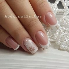 False nails have the advantage of offering a manicure worthy of the most advanced backstage and to hold longer than a simple nail polish. The problem is how to remove them without damaging your nails. Fancy Nails, Cute Nails, Pretty Nails, My Nails, Dark Nails, Holiday Nails, Christmas Nails, Christmas Snowflakes, Christmas Eve