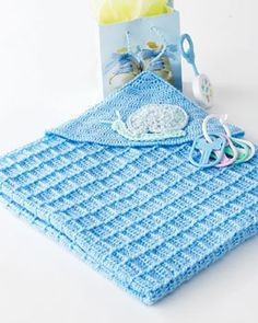 Cute hooded blanket with a snail applique!  free crochet pattern