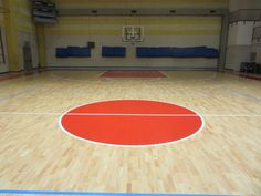 The operations of laying of the new sports flooring in the sports hall of Riva del Garda are terminated