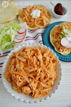 Tinga de pollo - Jelly Tutorial and Ideas Mexican Dinner Recipes, Mexican Dishes, Spanish Recipes, Chicken Tinga Recipe, Buffalo Chicken Recipes, Chicken Tostadas, International Recipes, I Love Food, Food Porn