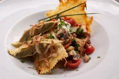 Maultaschen on Mushroom Ragout ~ Gastronomy of the World Mushroom Ragout Recipe, Pork Recipes, Pasta Recipes, Creamy Cheesy Potatoes, Ravioli, Dumplings, Food Dishes, Stuffed Mushrooms, Mexican