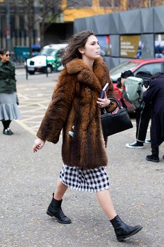On the Street…Outside The Tate Modern, London (The Sartorialist) Parka, Tate Modern London, Working Girl, Duffle, Ankle Boots, Sartorialist, Inspiration Mode, Street Style Looks, Mode Style