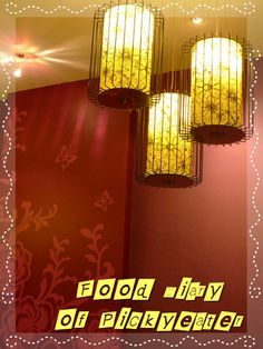 Nice Oriental-style lights in Xian Ding Wei   http://yumyumbites.blogspot.com/2012/07/lunch-in-taiwanese-tea-room.html