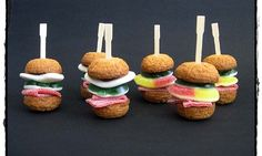 Burger Cupcakes, Fun Cupcakes, Cute Snacks, Snacks Für Party, Birthday Treats, Birthday Cupcakes, Candy Sushi, Chocolate Wedding Favors, Childrens Meals