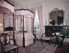 USA Designs and Construction of the Four Poster Bed through 4 Century's Georgian Interiors and Colonial Interiors in Americas great mansions, Chippendale Designs New Orleans Mansion, Georgian Interiors, Vintage Homes, Four Poster Bed, Bed Design, Interior And Exterior, Colonial, Victorian, Mansions