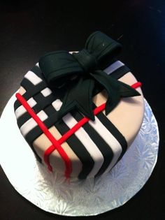 gâteau burberry avec noeud noir :-)