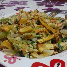 Ingredientes:    100g de batata-doce;  1/2 cebola;  1 dente de alho;  125g de alho-francês e cenoura ralados (comprei uma mistura de sopa d...