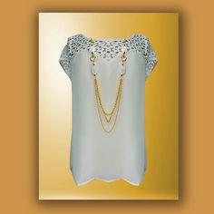Blusa en color blanco con detalle de encaje en escote y mangas