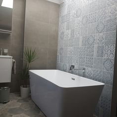 Natural lighting  Skylight Ensuite Free-standing bathtub