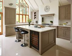 A contemporary twist on a classic shaker kitchen, including feature island, bespoke storage and built-in luxury appliances. Modern Shaker Kitchen, Shaker Style Kitchens, New Kitchen, Contemporary Kitchens, Family Kitchen, Green Kitchen, Fitted Kitchens, Kitchen Dining, Kitchen Ideas