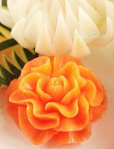ベジタブル カービング 作品 Fruits Decoration, Apple Decorations, Fruit Wedding Cake, Amazing Food Art, Creative Food Art, Fruit And Vegetable Carving, Food Carving, Watermelon Fruit, Fruit Art