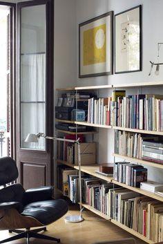 66 Ideas Design Studio Office Space Bookshelves For 2019 Interior Flat, Room Interior, Interior Design Living Room, Wall Storage Systems, Storage Shelving, Shelving Systems, Design Studio Office, Appartement Design, Romantic Home Decor