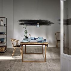 At Bolia New Scandinavian Design, creativity and quality is the starting point for everything we do. Low Back Dining Chairs, Dining Bench, Dining Room, Grey Stuff, Suspension Design, Luminaire Design, Deco Design, Modern Chairs, Pendant Lamp