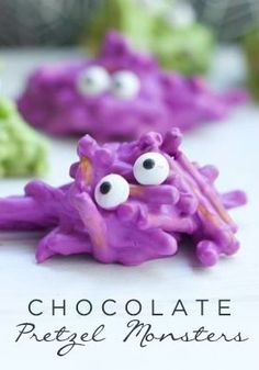 How to Make Chocolate Covered Pretzels into Monster Halloween Treats. You and your kids can Create a batch of these superr easy Halloween food for a party. Halloween Desserts, Hallowen Food, Hallowen Ideas, Halloween Goodies, Halloween Food For Party, Halloween Birthday, Holidays Halloween, Halloween Candy, Halloween Chocolate