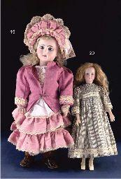 A Simon & Halbig 1469 lady doll
