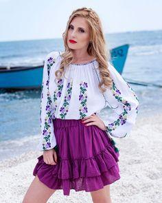 IE TRADITIONALA ROMANEASCA - Motivul Panselute Bell Sleeves, Bell Sleeve Top, Costume, Skirts, Beautiful, Tops, Women, Fashion, Feminine Fashion
