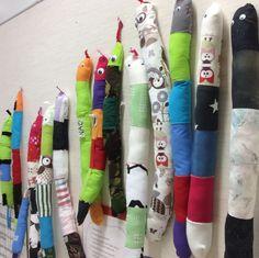Käärmeiden kokoontumisajot. Grade 3, Textiles, Teaching, School, Crafts, Hipster Stuff, Figurine, Creative Crafts, Learning