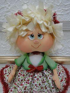 Linda boneca confeccionada, em eva,  Em tecido tricoline, feltro, tule,  rendas fru-fru  Fitas de cetim com organza  e cabelos de tecido. Ela senta e fica de pé, ela é uma graça. R$ 45,00