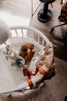 Es gibt bereits viele gute Ansätze dazu, jedoch ist das Thema Home-Office mit Baby definitiv individuell anzusehen. Am Mamablog teile ich meine bisherigen Erfahrungen mit dir. Welche Learnings hatte ich selbst und welche Tipps kann ich dir nun mit auf den Weg geben? www.whoismocca.com Home Office, Bassinet, Entrepreneurship, Baby, Trends, Female, Interior, Free, Furniture