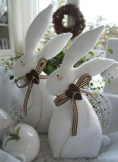 Make the best use of your creativity with these brilliant craft projects. They are easy and fun to do. Immediately try this Easy DIY Holiday Crafts! Bunny Crafts, Easter Crafts, Felt Crafts, Fabric Crafts, Diy And Crafts, Happy Easter, Easter Bunny, Easter Eggs, Spring Crafts