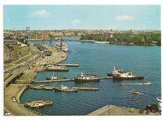 Vykort stockholm vy över skeppsbron båtar i bild
