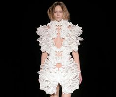 Iris Van Herpen is known for her designs, and also for bringing 3D printing into the world of high fashion. The Escapism dress, designed in collaboration with Daniel Widrig and Materialise, explores the use of highly intricate geometries around the female body, creating an exuberant and unique garment that has been recognized worldwide. #3dprinting #3dprint #fashion #dress
