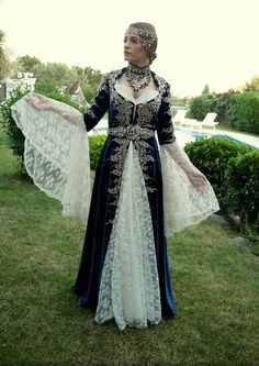 #serenaysarıkaya♥ #yamanmirawedding #medcezir ♥ Turkish Wedding Dress, Bridal Dresses, Prom Dresses, Henna Night, Lovely Girl Image, Fashion Corner, Turkish Fashion, Medieval Dress, Traditional Dresses