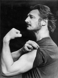 Liam Neeson, male actor, celeb, movie star, arm, hands, muscles, show-off, portrait, photo b/w.