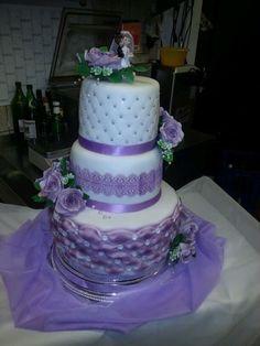 Eine kleine Hochzeitstorte für eine kleine Feier