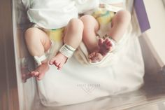 28 Ideas Baby Bump Pictures Weekly Twins For 2019 Baby Bump Pictures, Hospital Pictures, Newborn Pictures, Newborn Twins, Twin Babies, Birth Photos, Baby Photos, Birth Photography, Photography Props