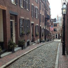Historic and picturesque Acorn Street in Boston