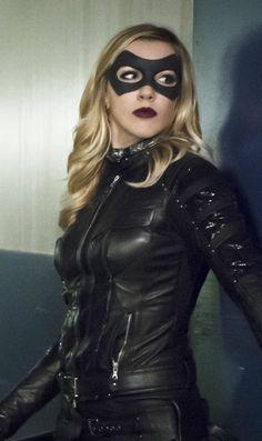 Arrow ( TV series ) Katie Cassisy as Laurel Lance. Arrow Cw, Arrow Oliver, Team Arrow, Cassidy Black, Black Siren, Arrow Tv Series, Arrow Black Canary, Dinah Laurel Lance, Dc Comics