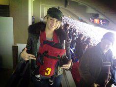 Shakira desde su cuenta oficial en Twitter muestra la primer salida oficial de Milán Piqué Mebarak al Camp Nou para ver a su padre jugar para el Barcelona. Piqué fue autor de los 6 tantos del Barça