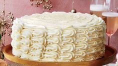 Eggnog Spice Cake with Bourbon Custard Filling and Eggnog Buttercream Recipe 🎂🍾🙆♀️ This towering four-layer cake is creamy and slightly boozy. Just Desserts, Dessert Recipes, Dessert Ideas, Fancy Desserts, Cupcake Recipes, Eggnog Cake, Eggnog Custard Recipe, Custard Filling, Filling Recipe