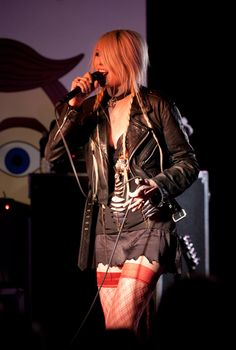 Taylor Momsen rocks out in New Jersey