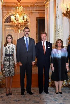 (L-R) Spain's Queen Letizia her husband King Felipe VI,  Grand Duke Henri of Luxembourg and his wife Grand Duchess Maria Teresa pose during an official welcoming ceremony at the Grand-Ducal Palace in Luxembourg on 11.11.2014.