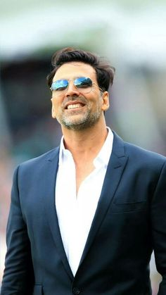 Akshay Kumar is the only Indian actor who is listed in top 10 Forbes Highest Paid Actors List 2019 Indian Bollywood Actors, Bollywood Images, Bollywood Stars, Indian Celebrities, Bollywood Celebrities, Akshay Kumar Photoshoot, Akshay Kumar Style, New Look Shorts, Actors Images