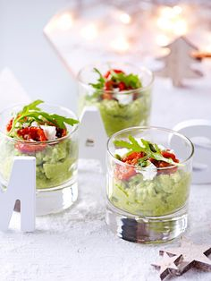 Avocado meets tomato and feta. Raw Food Recipes, Appetizer Recipes, Cooking Recipes, Healthy Recipes, Snacks Für Party, Appetizers For Party, Food Porn, Feta, Appetisers