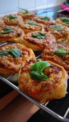 Mediterrane Hackfleisch-Blätterteig-Schnecken, ein schönes Rezept aus der Kategorie Snacks und kleine Gerichte. Bewertungen: 36. Durchschnitt: Ø 4,4.