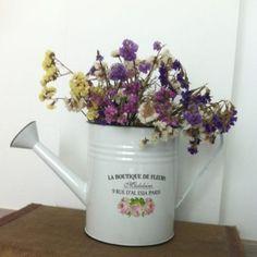 $25.37 Regadera Boutique para decorar cualquier rincón con flores ya en UBOshop http://www.unabodaoriginal.es/es/regadera-vintage-boutique-de-fleurs.html